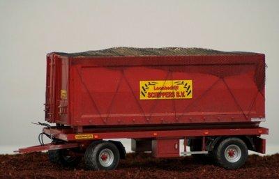 432. Platte wagen, geschikt gemaakt voor container vervoer, gebaseerd op het Farmmodels bouwkitje platte wagen