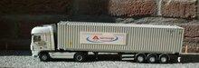 Vrachtwagen-voorzien-van-belettering