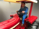 85095-Chauffeur-bestuurder-boer-Loonwerker-(Blauwe-overal)-Monteur-boer-loonwerker-Handgeschilderd-model-1:32-(POP)-verwacht-Oktober