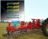 3x-grassprofi-logo-GROEN-GEEL-op-transparant-2.5-mm-hoog-Pré-Cut-Decals-1:32-Farmmodels.nl