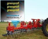 3x-grassprofi-logo-GEEL-op-transparant-2.5-mm-hoog-Pré-Cut-Decals-1:32-Farmmodels.nl
