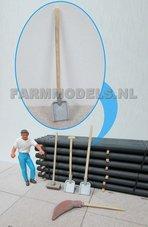 82522-Schep-met-houten-steel-lang-1:32