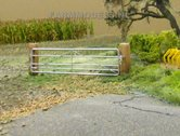 84150-Aluminium-hek-poort-met-bielzen-1:32-Handgemaakt