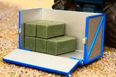 70134-Transportbox-met-5-hooibalen-1:32-Britains-2015--
