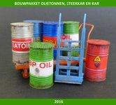 Olietonnen-steekkarretje-en-olie-kar-+-stickers-bouwkitje-PLM482