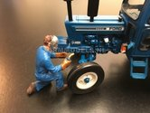 81016-Lasser-Monteur-boer-last-(Blauwe-overal)-Monteur-boer-loonwerker-Handgeschilderd-model-1:32-(POP)
