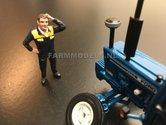 81042-Boer--Monteur-denkt-na-wrijft-door-haar--(Sonkerblauw-gele-overal)-Monteur-boer-loonwerker-Handgeschilderd-model-1:32-(POP)