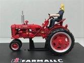 Farmall-C-Row-Crop-Neuswiel-of-4-wieler--met-vrouwelijke-bestuurder-1:32---REP175