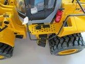 920.-New-Holland-shovel-schaal-1:32-brede-banden-snel-wissel-Full-Option